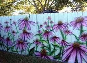 раскрашиваем деревянный забор