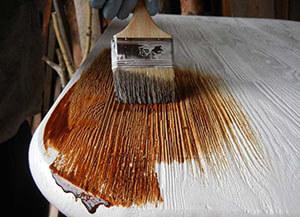 окраска дерева битумным лаком