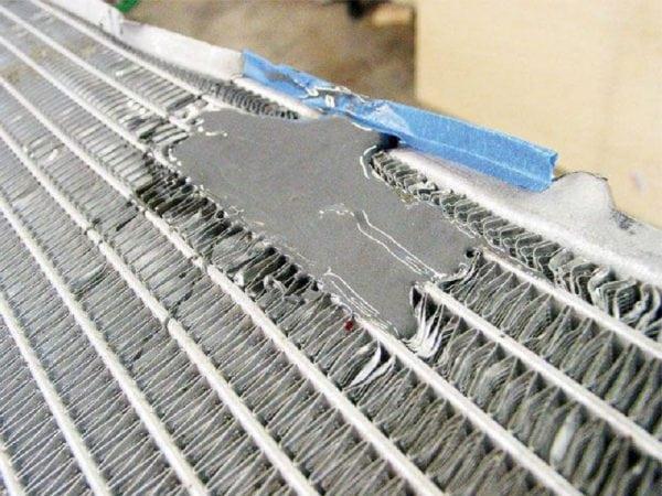 Чем лучше заклеить протекающий радиатор охлаждения — правила работы и советы мастеру
