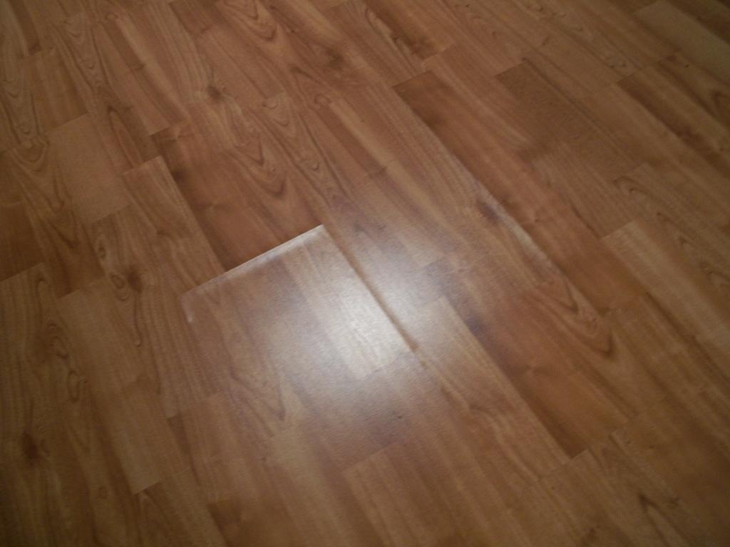 пример применения покрытия ламината в ремонте квартиры