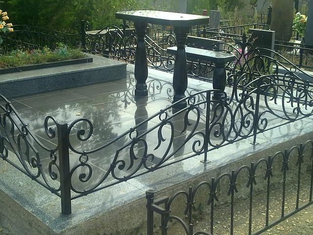 Черная ограда
