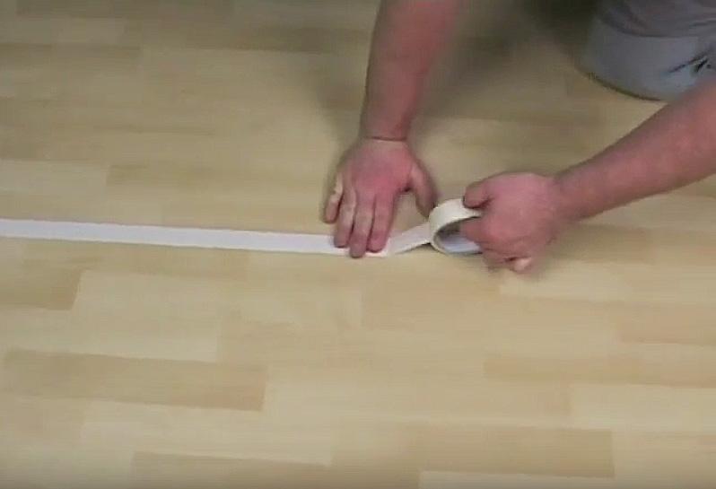 Холодная сварка линолеума: клеим бумажный скотч скотч