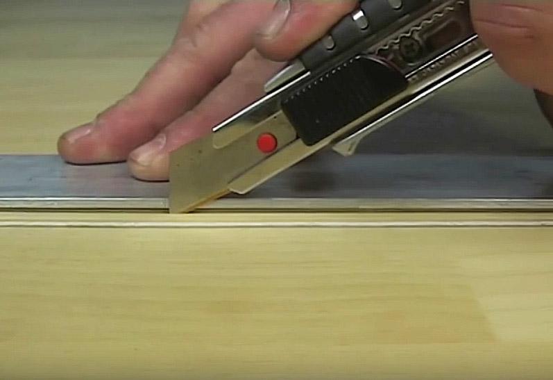 Холодная сварка линолеума: прорезаем линолеум ножом