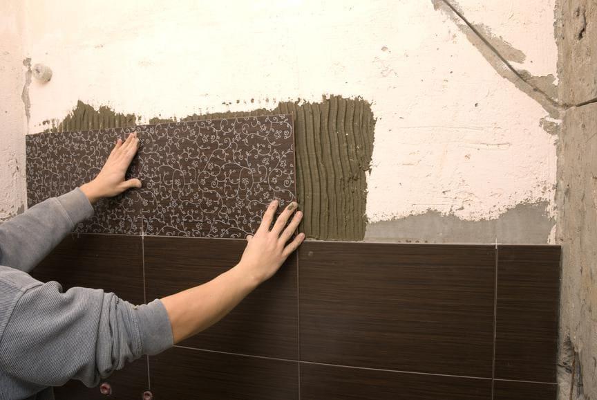 можно ли класть плитку на шпаклеванную стену
