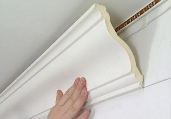Ширина багета влияет не только на восприятие интерьера, но и на способ крепления изделия к поверхности