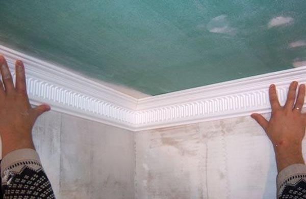 Монтаж плинтуса на потолок из гисокартона