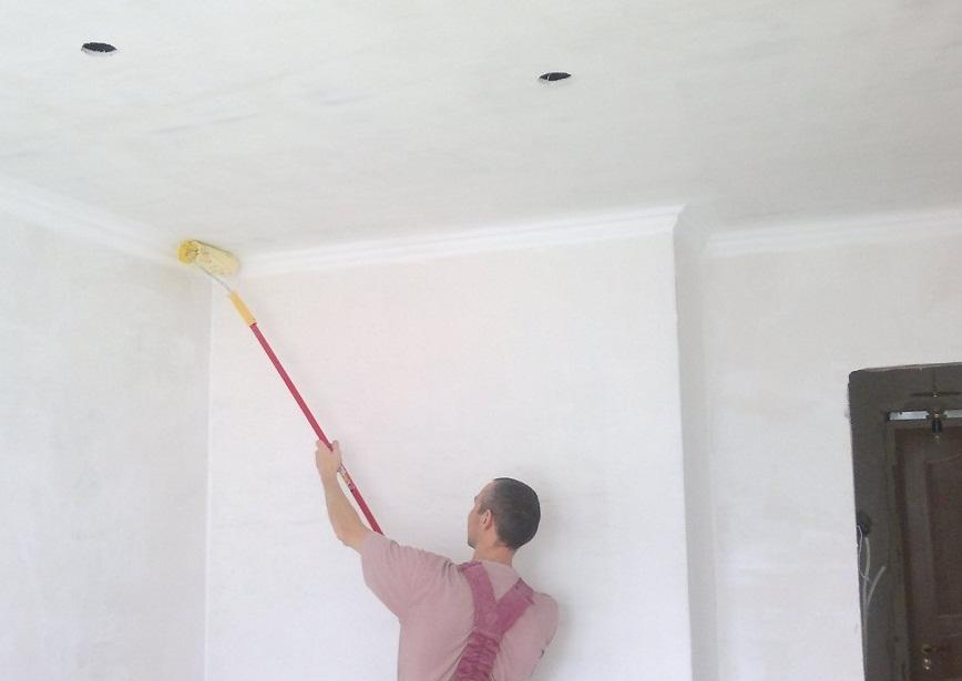 Если поверхность потолка в плохом состоянии, то рекомендуется применять грунтовку глубокого проникновения