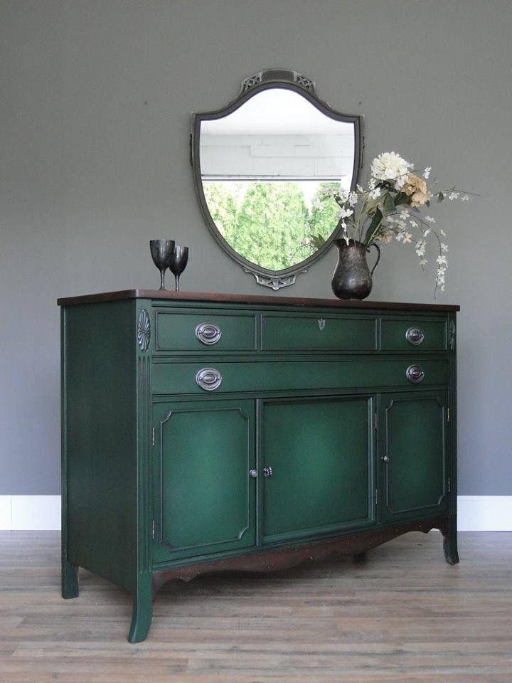 Комод зеленого цвета