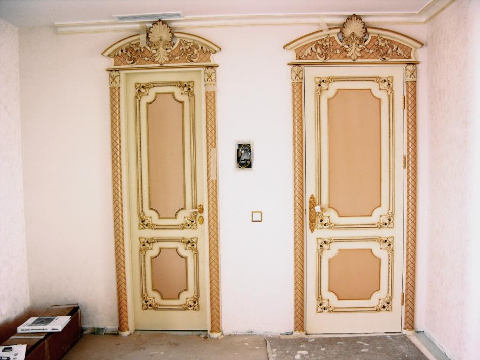 Фото реставрированных старых дверей из шпона