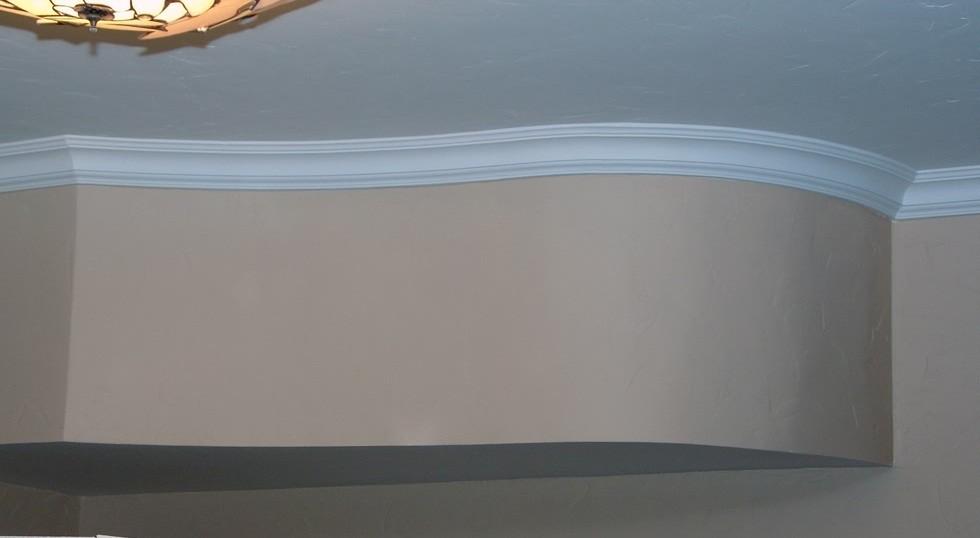 Приклейка плинтуса на гипсокартон