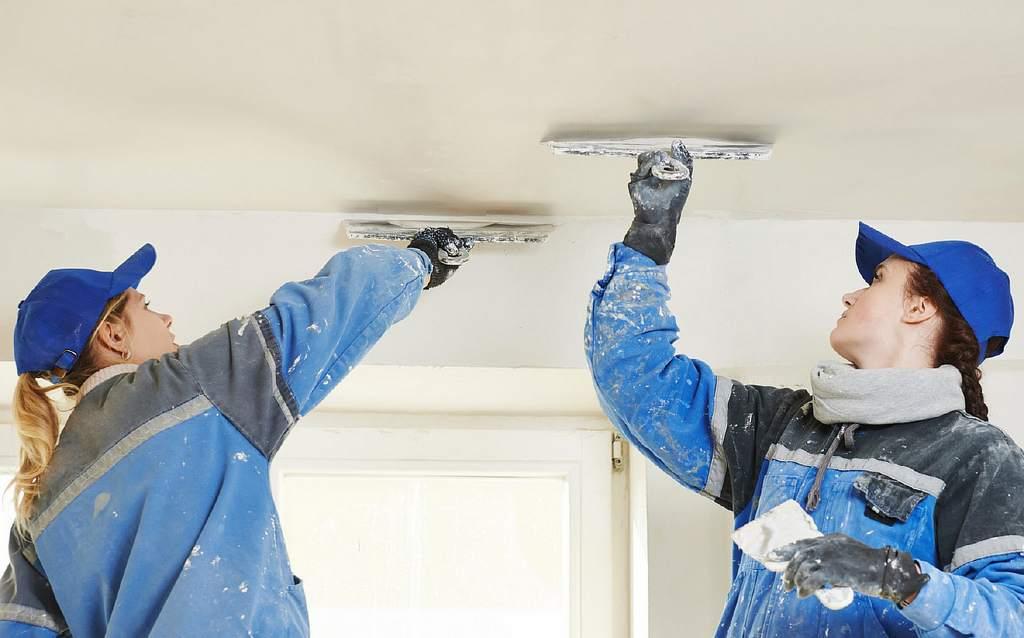 Шпаклевание потолка перед грунтованием