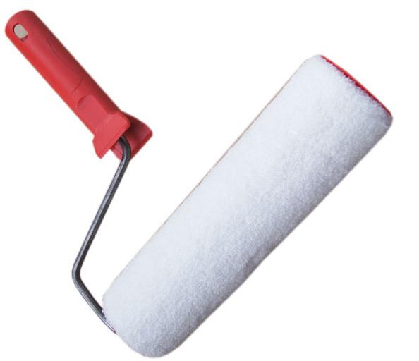 Велюровый валик используется для декоративных целей