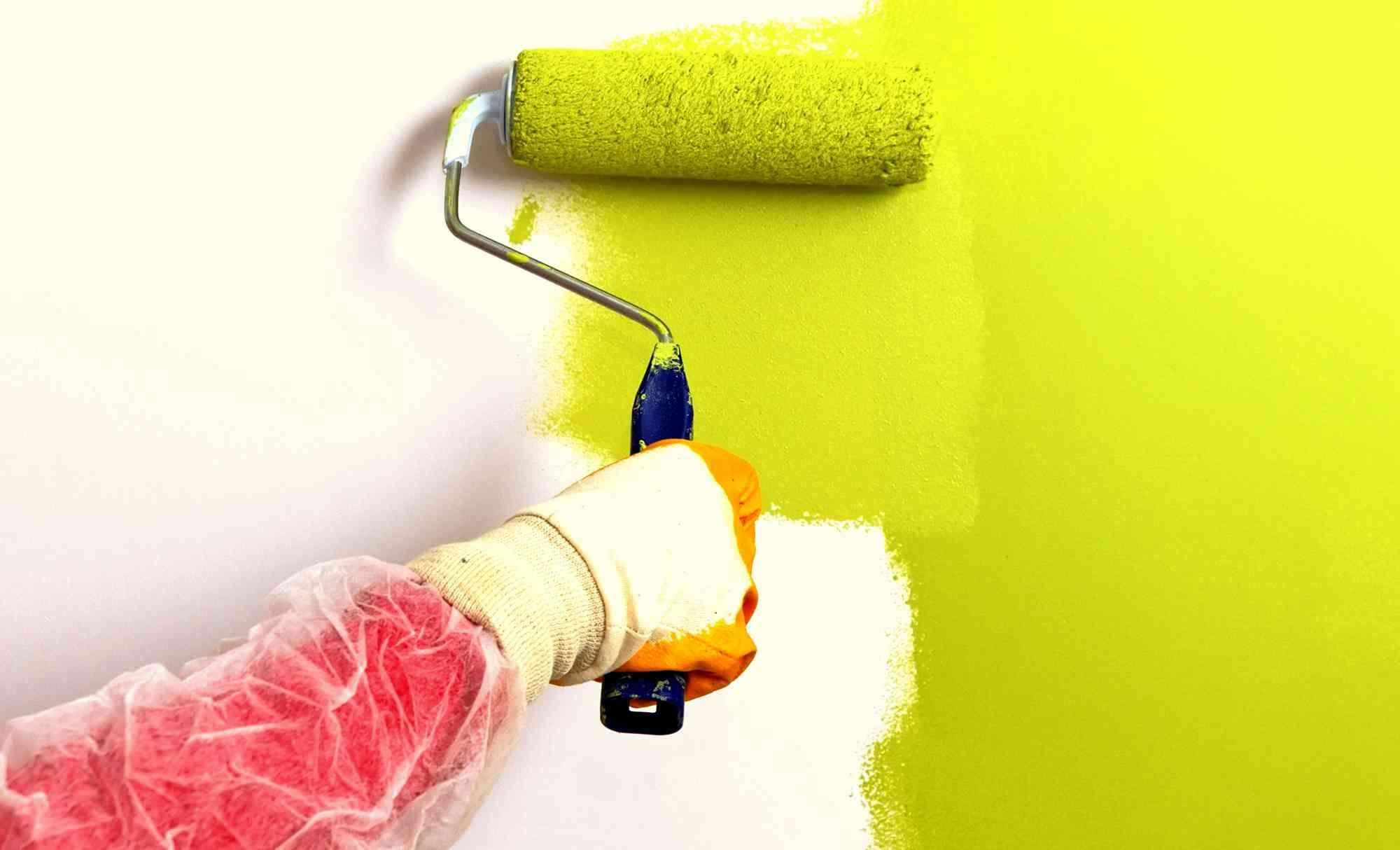 вариант использования водоэмульсионной краски в отделке стен дома