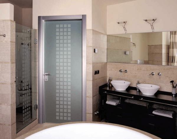 Варианты дизайна дверей в ванную комнату после обновления своими руками, пример 4